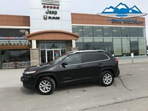 2016 Jeep Cherokee North  WARRANTY, HEATED STEERING WHEEL!