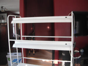 Three tier pant/seed starting stand in like new condition