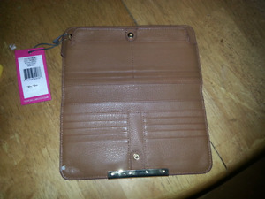 Vince Camuto genuine  brown leather womens wallet 90$ obo