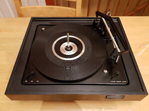 Vintage Full Automatic Turntable changer fully functional.