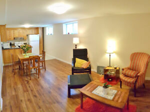 LUX 2 BEDROOM+DEN NEWLY RENOVATED Bsmnt, Barrie, Livingtone St E