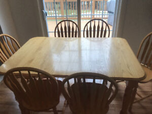 Great Condition Oak Table With 6 Chairs and Leaf Extension