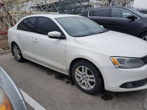 2014 Jetta Highline TDI 2.0L w/ Tech pkg.- Manual Trans