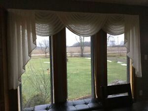 IVORY SCALLOPED VALANCE
