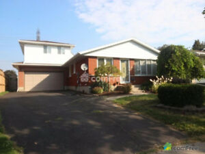 Beautiful Family Home in Kitchener with Pool!