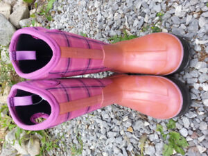 Girls Size 2 Insulated Bogs (for -40) $50