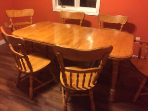 Birch Table & 6 Chairs - Excellent Condition