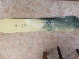 Planche à neige 143 cm et bottes 8