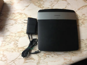 Linksys E2500 WiFi Router