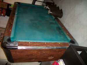 VALLEY 8' X 4' Slate Coin Operated Pool Table w/Cues +