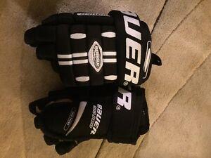 Bauer Kid's Hockey Gloves (Brand New Condition)
