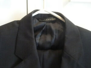SIZE 42 ITALIAN WOVEN WOOL NAVY BLUE SUIT, EXCELLENT CONDITION!