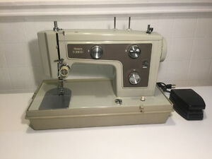 Kenmore sewing machine / machine a coudre