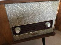 Gorgeous Old vintage Retro radio/ record player