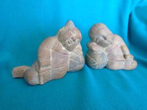 sculpture art inuit figurines en bois 6 po. de long x5 po.