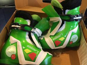 Like New Kids Ski Boots Elan EZZY1 U-Flex Sizes ~ JR 8-11