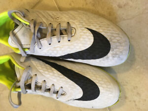 Youth Soccer cleats-size US7