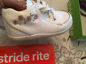 White Girl Strite Rite shoes with Excellent condition Size 7