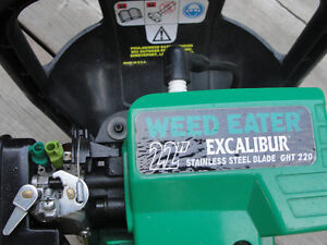 Gas Powered hedge Trimmer by Weed Eater $75.00 Belleville Belleville Area image 2