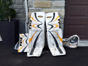 CUSTOM SPEC TPS SUMMIT 7 35+2 GOALIE PADS AND GLOVES