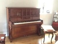 Upright excellent condition piano