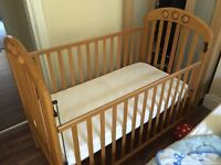 Mamas and Papas bed-cot with matrice