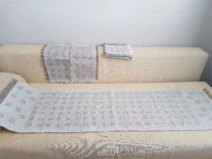 Brand New Linen Table Runner and 4 Linen Napkins/Placemats