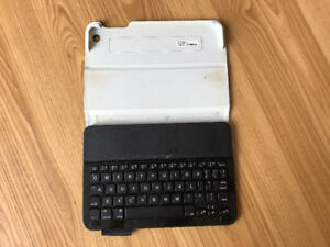 Ipad Mini 1, 2, 3 Logitech Keyboard Folio Case