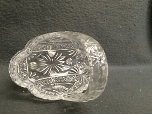 "Collectible Antique 4 Toed Crystal Footed Dish "" The Byrdes "" London Ontario image 6"