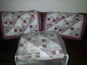 Queen size quilt with 2 matching shams Cambridge Kitchener Area image 1