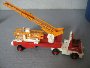 Camion de pompier fisher price Gatineau Ottawa / Gatineau Area image 1
