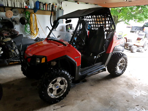 Rzr 800 2008 bas millage impecable facture a lappuie.