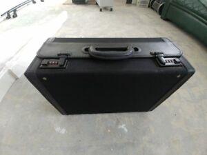 Sac de voyage ou porte-document ou valise de pièces