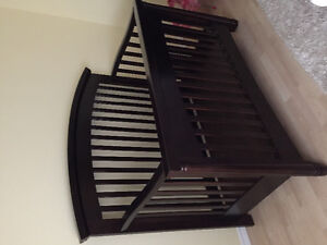 Shermag convertable crib. Expresso finish. In great condition.