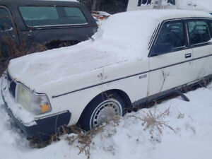 1991 Volvo 240 for parts or restoration.