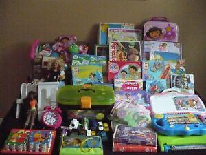 jeux,poupées,toutous,trousse,casse-tête,chaise,VHS