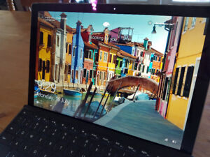 Surface Pro 2017- LIKE NEW -8GB/i5/256GB, typecover, 2 pens