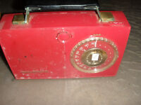 REDUCED TO CLEAR Vintage GE Radio $25.00