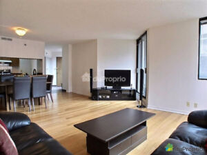 DOWNTOWN 3-Bed Spacious Condo – Fully Furnished with Parking