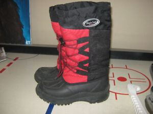 Boots Girls Mapleleaf size 5