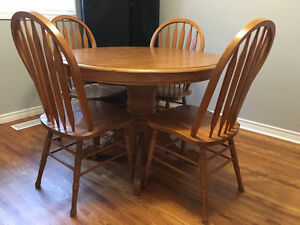 Bosung 5 Piece Solid Wood Extendable Kitchen Table