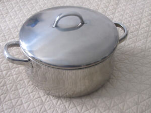 LARGE STAINLESS STEEL DUTCH OVEN STOCK POT