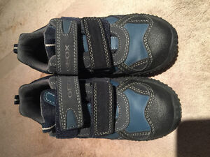 Chaussures Geox neuves taille 13US/31 Eur