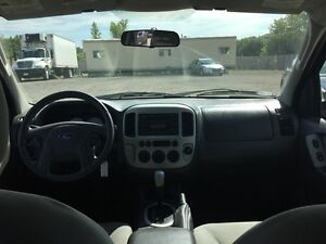 2005 FORD ESCAPE XLT * AWD * PREMIUM CLOTH SEATING London Ontario image 13