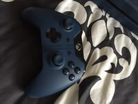 Forza Editon Xbox one 1Tb with controller and games