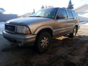 2000 GMC Envoy 4x4, leather and heated seats.