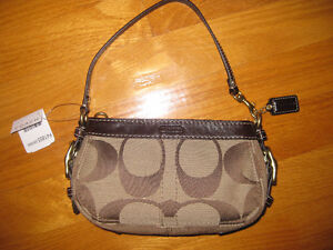 AUTHENTIC Coach wristlet NEW with tags..