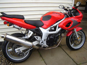 1999 Suzuki SV 650 Good project bike fell over needs repair.