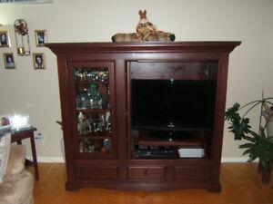 Ensemble meuble de télévision et tables de salon