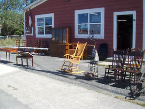 FURNITURE & COLLECTABLES